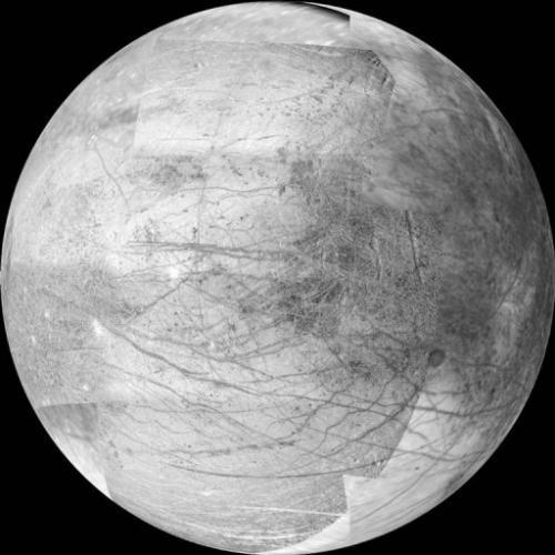 A 12-frame mosaico rilasciato dalla NASA 6 marzo 2000 fornisce una vista del lato della luna di Giove Europa