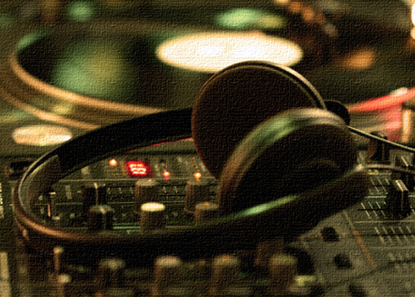 headphones2 Introduction to Electronic Dance Music: Breaking Down The Genres