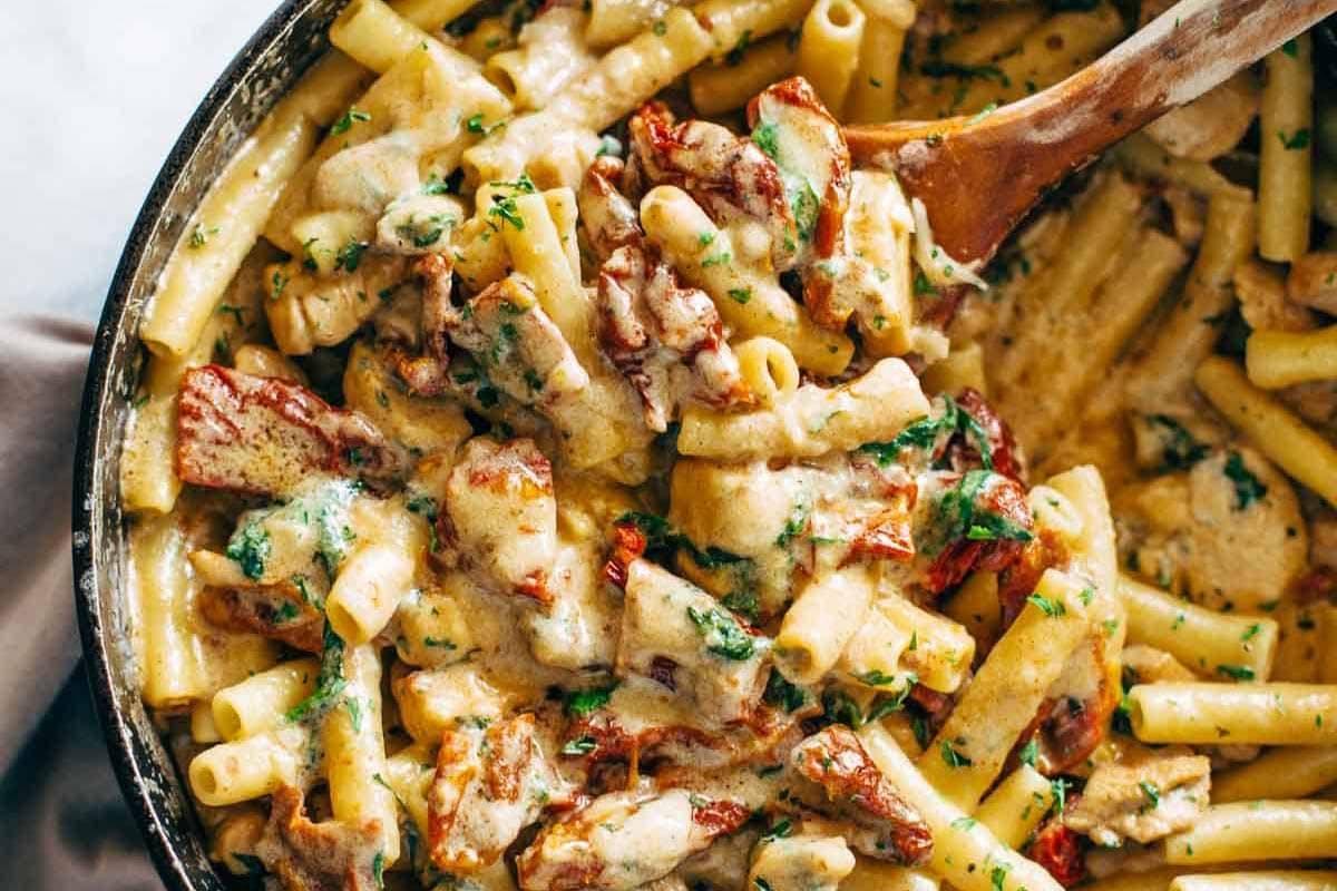 Sun-Dried-Tomato-Chicken-Pasta-with-Spinach