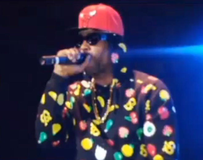 Alleged R. Kelly Impersonator Takes Stage at Scheduled Louisiana Concert, Fans Demand Refunds