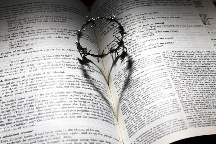 El Amor, Murió, Cruz, Espinas, Corona, Corazón, Biblia