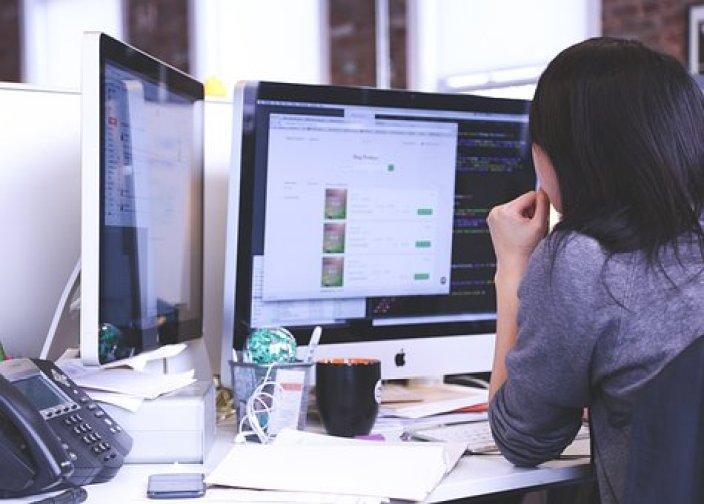 スタートアップ ビジネス 人 学生 オフィス 戦略 仕事 技術 会社 企業 通信 若