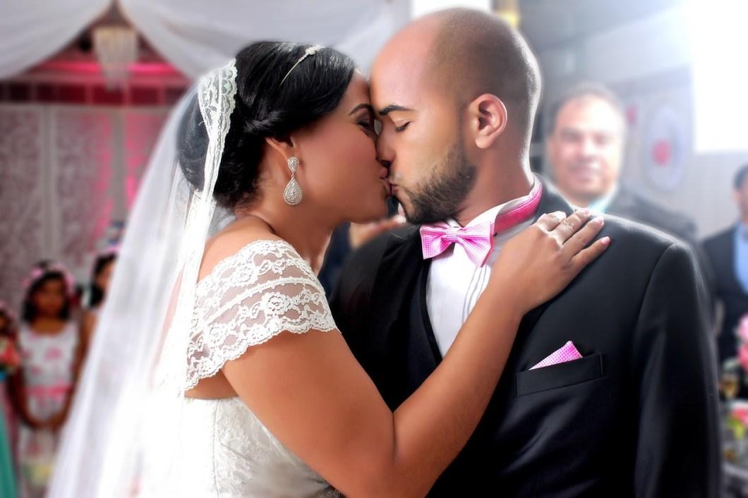 love kiss shayari image hindi,hot kiss shayari,kissing shayari images