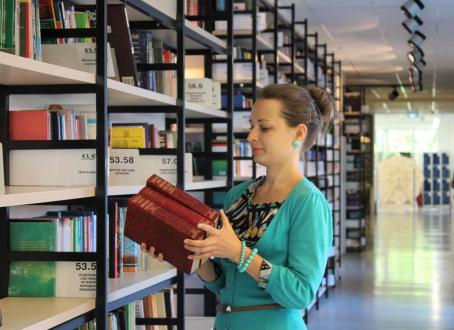女の子, 図書, 棚, 図書館, 読書, コレクション, 教育, 読む, 社会, 古典, 文化
