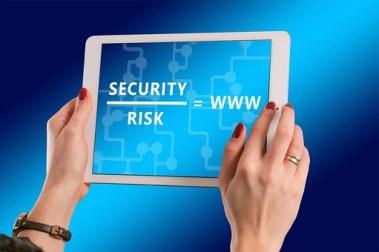 Hände, Frau, Halten, Ipad, Internet + Kreditvermittler