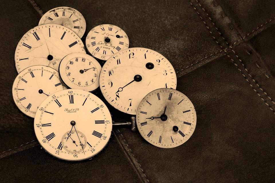 時計回りは隠された暗示や伏線?