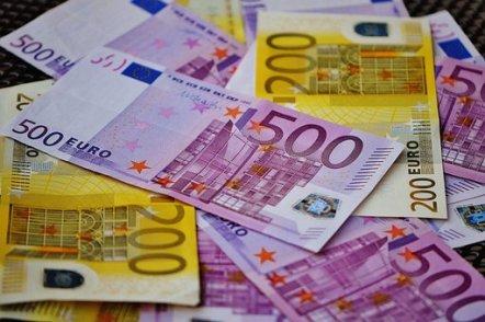 Geld, Scheine, Euro-Scheine, Währung + 5000 Euro ohne Schufa