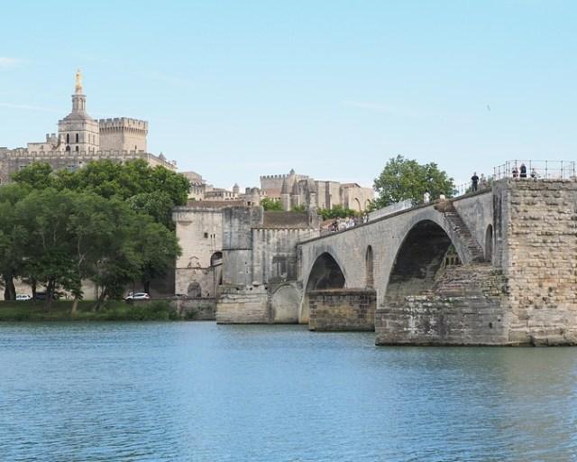 pont-saint-benezet-d-avignon-cathedrale-et-jardind-des-doms