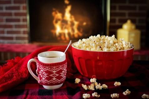 暖かくて居心地の良い, ポップコーン, コーヒー, 暖炉, 居心地の良い, 暖かい, 家, クリスマス, 寒い