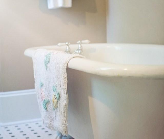 Claw Foot Tub Bathtub Vintage Retro Antique Bath  C B Public Domain