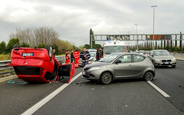 Accidente De Coche, Choque, Roma, Carretera