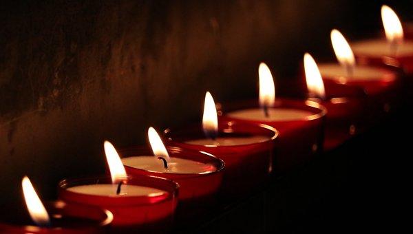 Trauersprüche, Trauerkarte, Trauerkarte schreiben, Trauerfall, Was sagt man wenn jemand gestorben ist,