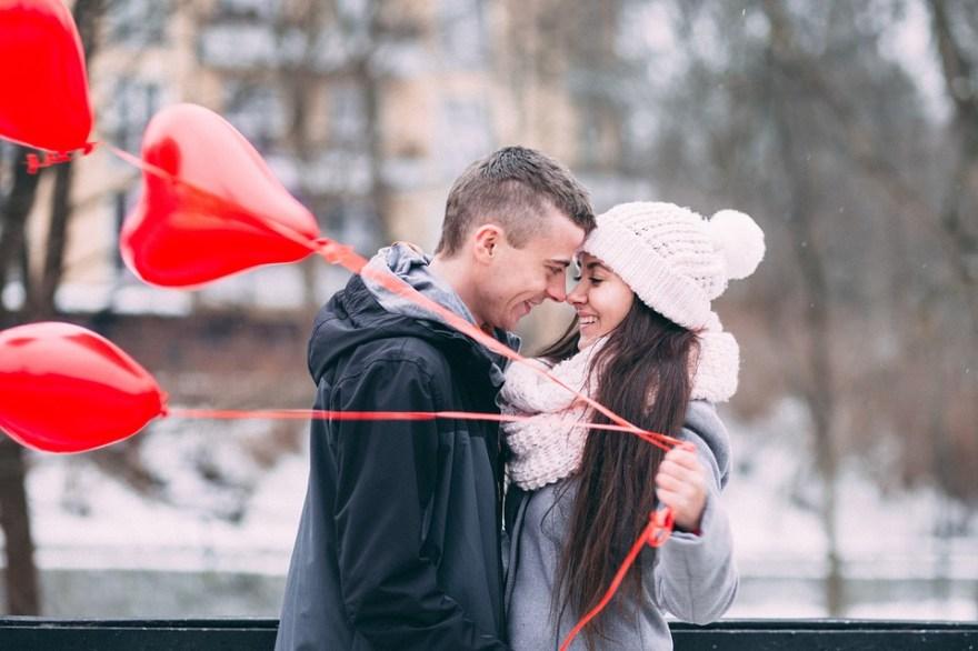 人, 男, 女性, カップル, 幸せ, 愛, 日付, 冷, 冬, 天気予報, 雪, 風船, 中心部, 赤