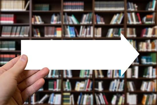 矢印, 書籍, 手, 維持, 方向, 読み取り, 情報, ライブラリ, 書店, 棚, 本棚, 教育