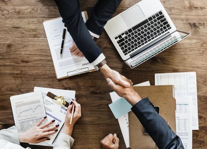 Negócio, papelada, negócio, acordo, aperto mão, escritório