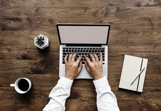 Laptop, Tafel, Papier, Hout, Bureaublad, Lucht