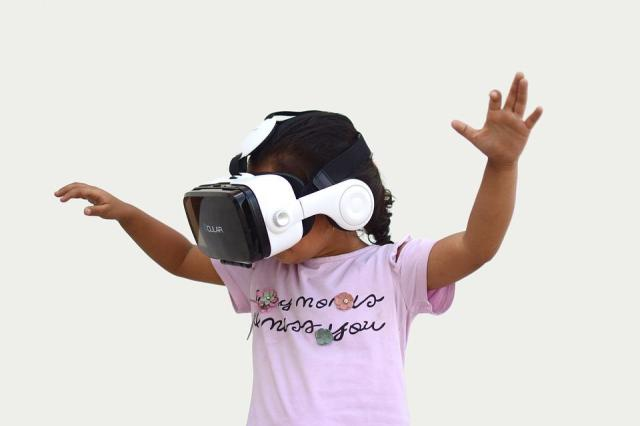 Augmented Reality, Vr, Virtual Reality, Child, Device, Belajar 3D