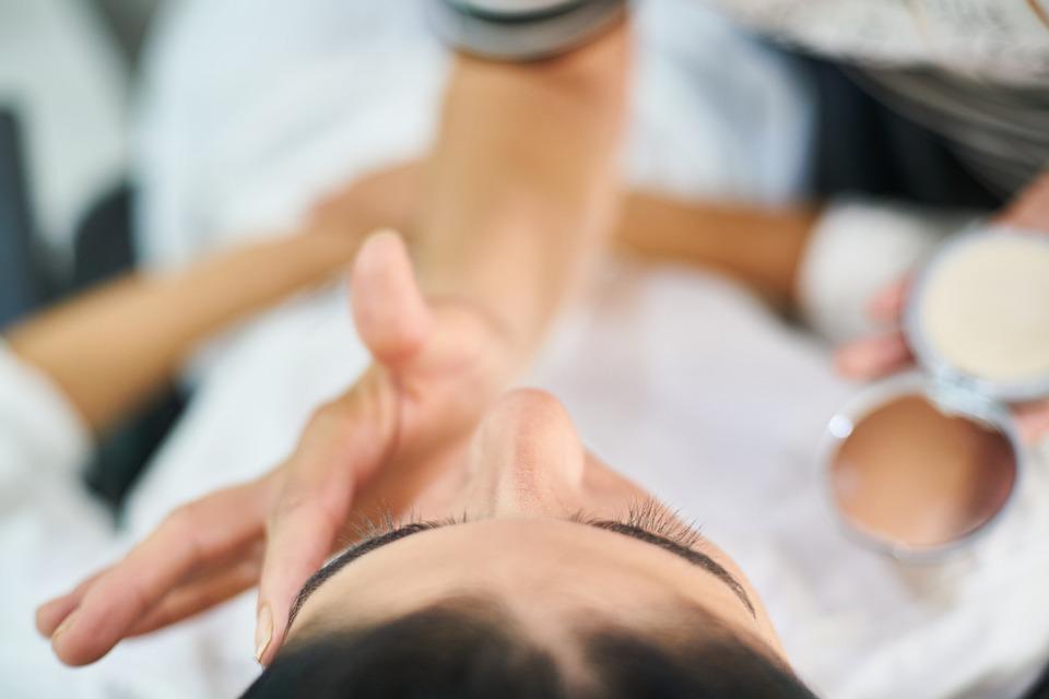 Camouflagetherapie op het gezicht