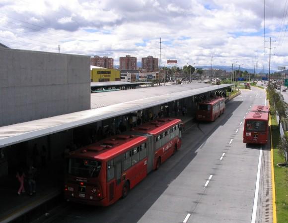Transmilenio en Bogotá, Colombia. © themikebot, vía Flickr.