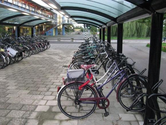 Estacionamiento para bicicletas en Houten, Holanda. Vía Flickr Commons Usuario: Design for Health. Licencia: BY NC 2.0