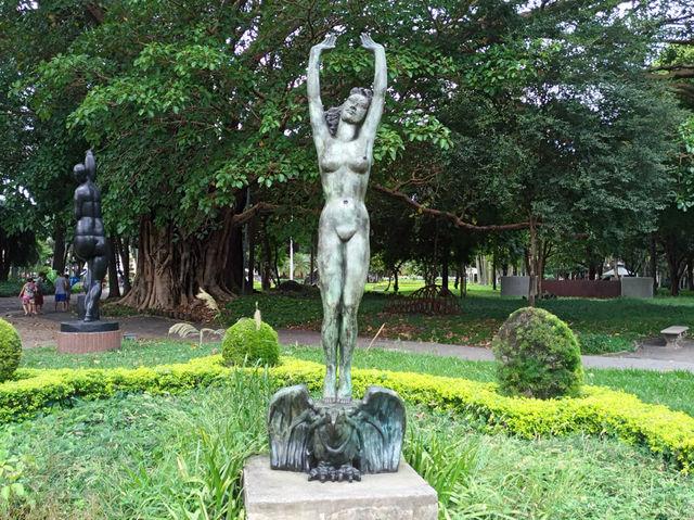 A escultura em bronze de 1940 fica no Parque da Luz, logo atrás da Pinacoteca, de cujo acervo ela faz parte.