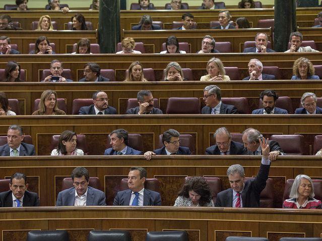 Finalmente, los diputados de la formación morada bajarán del 'gallinero' e Iglesias, Errejón y Bescansa se sentarán en primera fila.