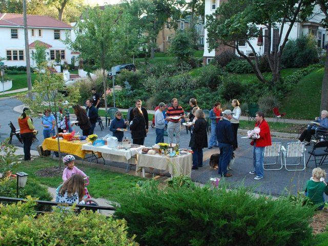 Você participa de eventos na sua vizinhança, como churrascos, datas comemorativas ou feriados?