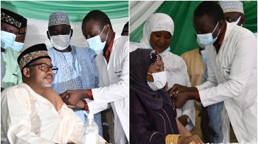 Bauchi governor, wife receiving the COVID-19 vaccine jab