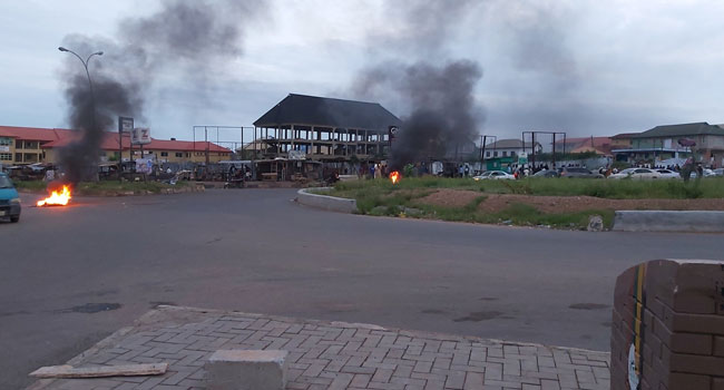 FILE PHOTO: Protesting youths set bonfires around Lameco roundabout in Osogbo, Osun State capital.