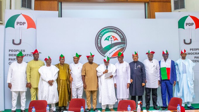 Tambuwal reads the communique of PDP Governors