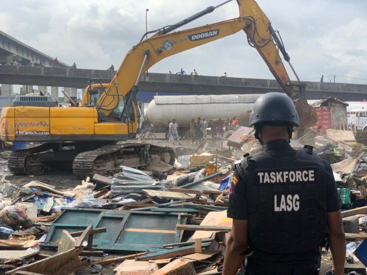 Lagos demolishes shanties on Iganmu under-bridge