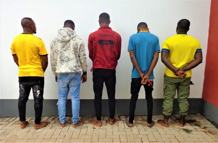 EFCC busts 10 suspected Internet fraudsters in Enugu