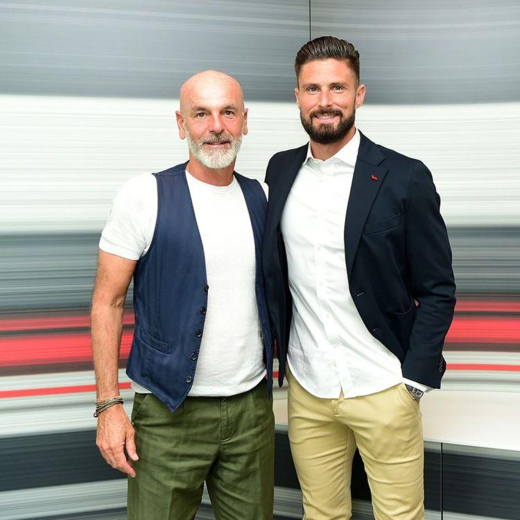 Ac Milan completes signing of Olivier Giroud