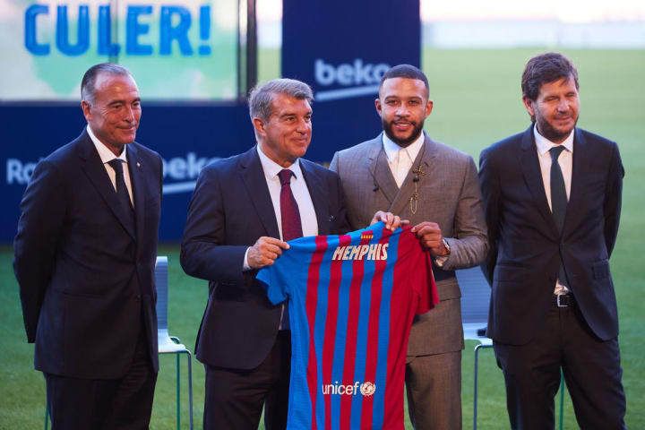 Depay unveiled by Barcelona; Messi may leave