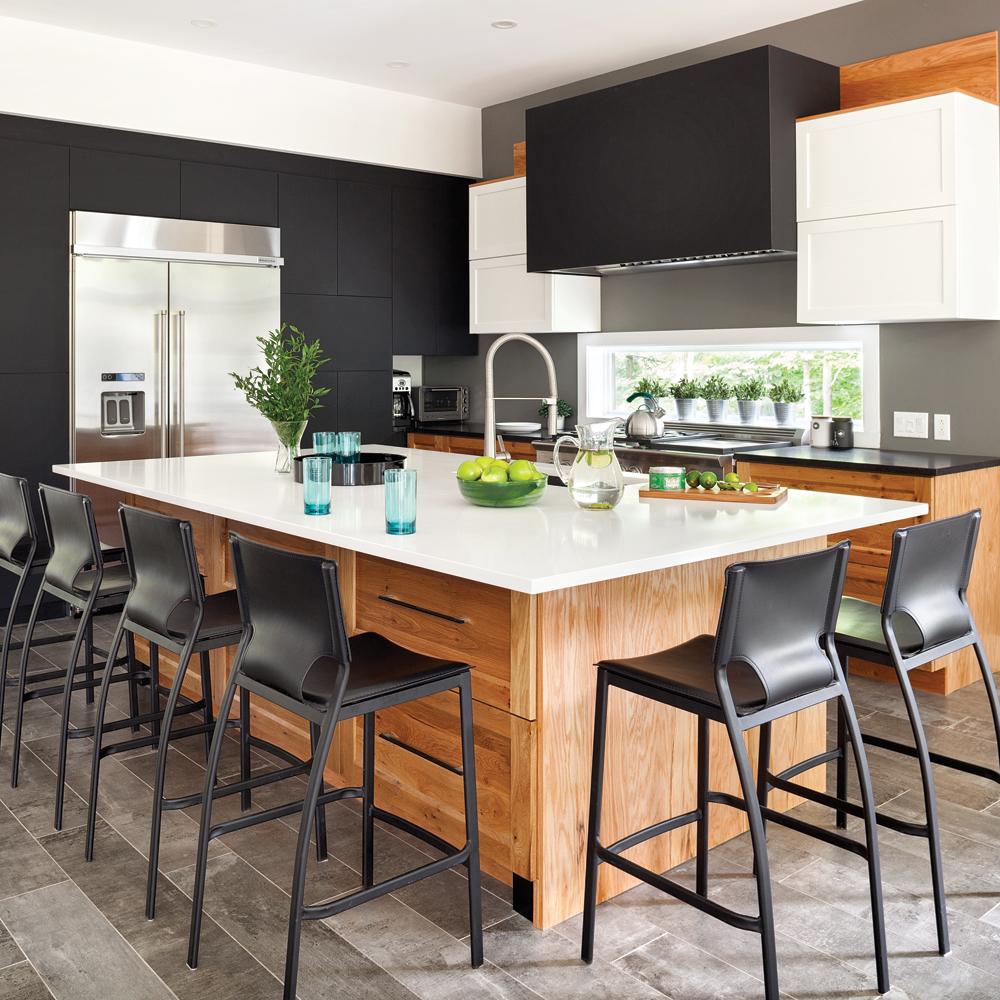 cuisine actuelle en noir blanc et bois