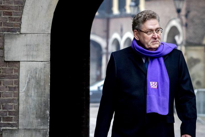 2017-02-10 10:25:10 DEN HAAG - Henk Krol (50Plus) op het Binnenhof. ANP REMKO DE WAAL