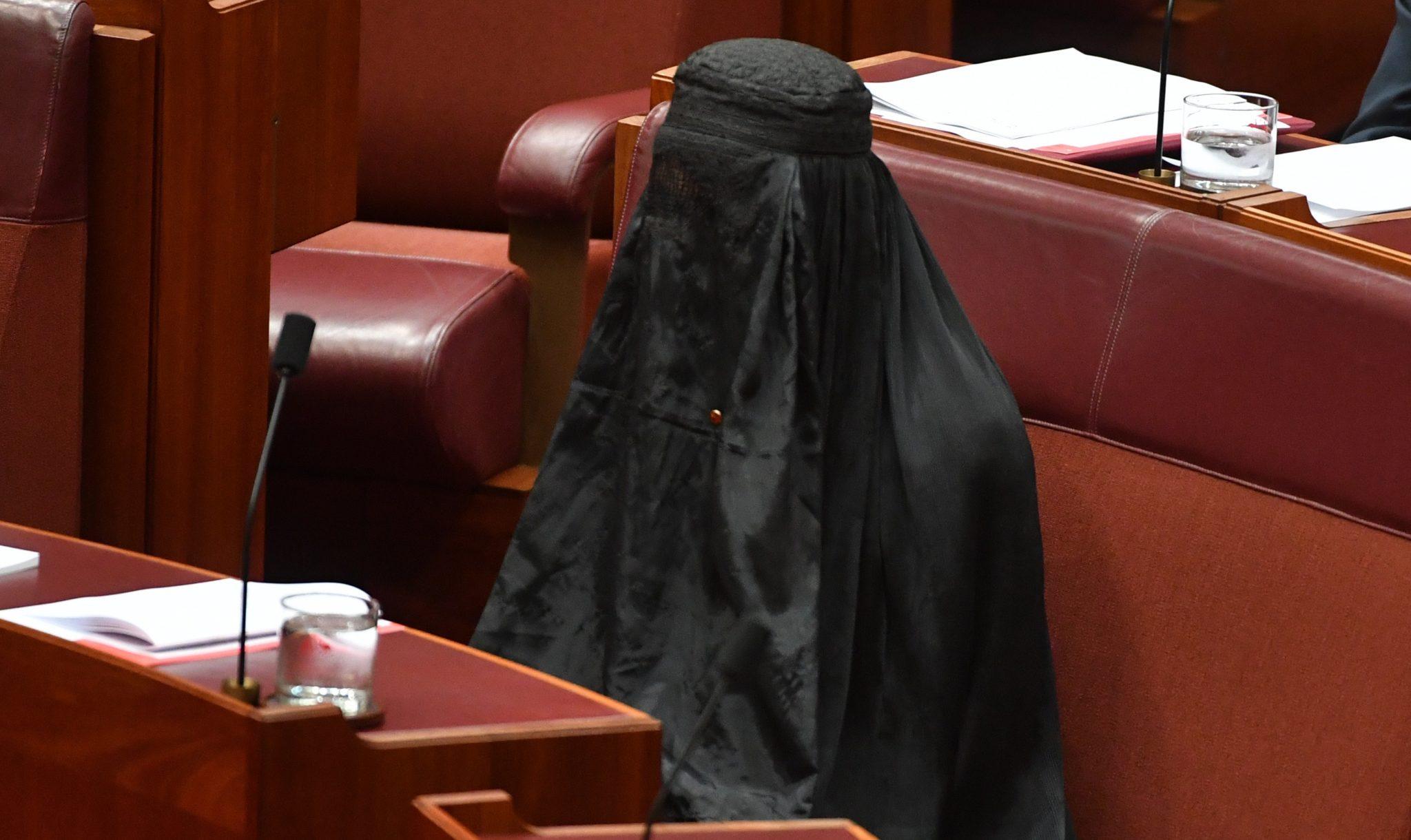Afbeeldingsresultaat voor De hoofddoek/ook boerka en hijab/ werd opgelegd om de vrouwen te tonen dat zij tweederangs burgers