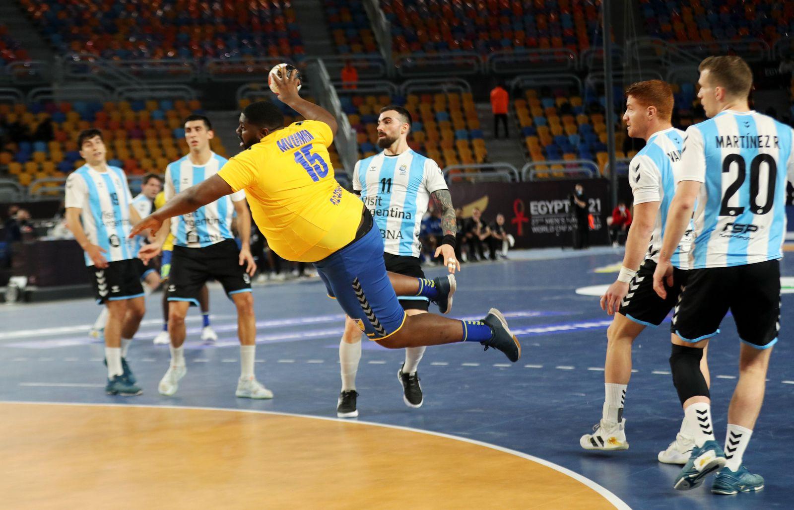 https www spiegel de sport handball handball wm 2021 gauthier mvumbi will das stirnband des besten spielers stehlen a 1219a83b 1525 4fcd b3d8 563d08b3ad17