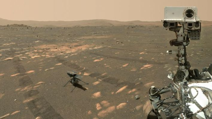A selfie with the rover: Perseverance (on the right) transported the Ingenuity helicopter to Mars.