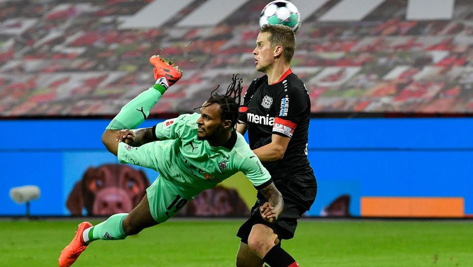 https www spiegel de sport fussball fussball bundesliga zwei treffer von alario leverkusen schlaegt gladbach 4 2 a 777d14f8 cc88 4241 afda 27851b5efef2