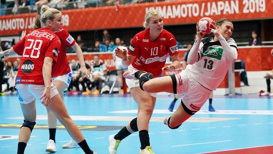 https www spiegel de sport sonst handball wm der frauen in japan deutschland schlaegt daenemark a 1299500 html