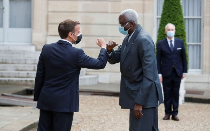 French President Emmanuel Macron welcomes Bah N'Daw, the temporary president of Mali.