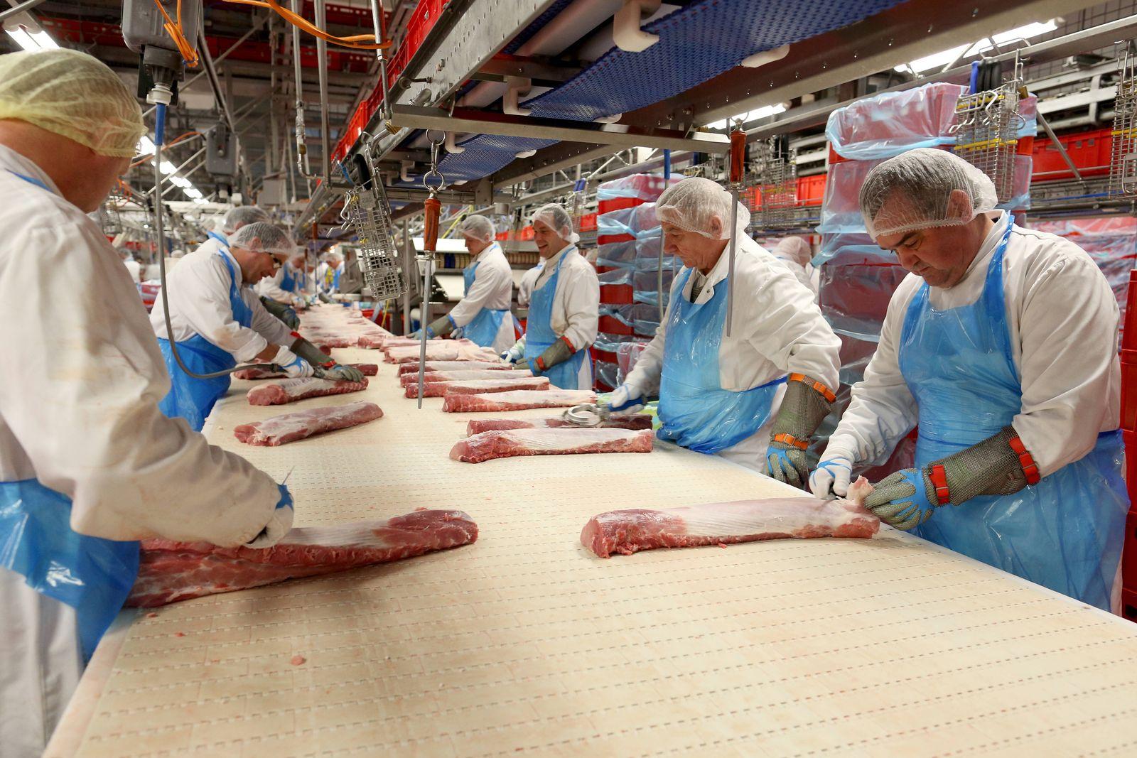 https www spiegel de wirtschaft unternehmen toennies fleisch konzern verspricht abschaffung der werkvertaege in kernbereichen a c3b2cec5 5cd7 4b46 a25e 4f5c8c84f05a