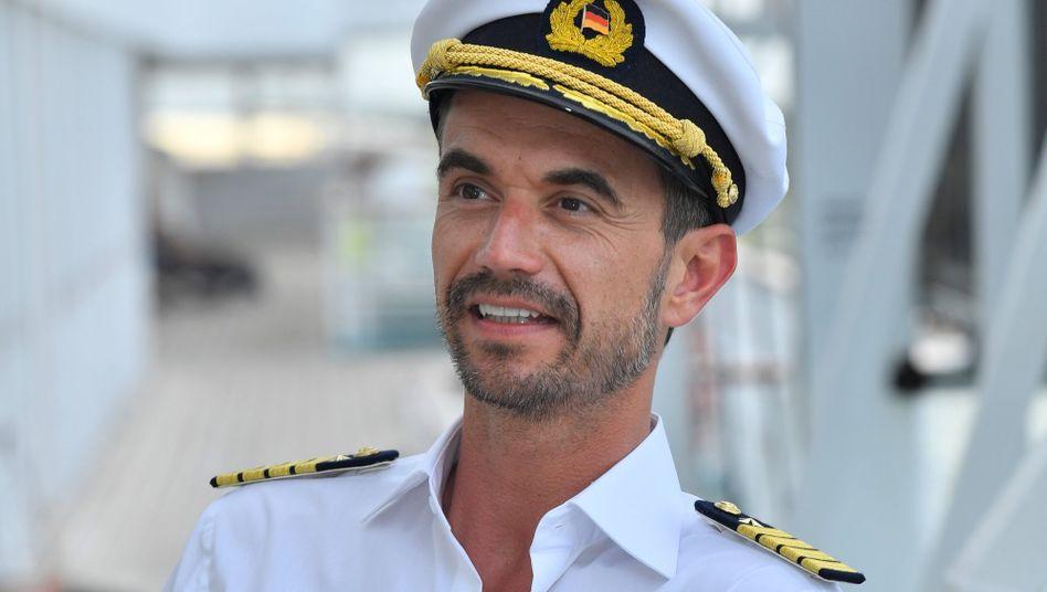 florian silbereisen zdf startet traumschiff dreh mit neuem kapitan der spiegel