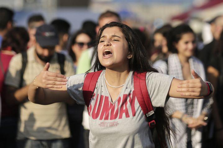 """احتجاجات الحكومة الانتقادية في لبنان في خريف 2019: """"الجميع يعني الجميع"""""""