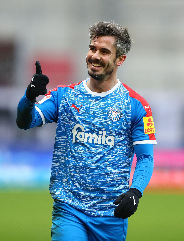 https www spiegel de sport fussball holstein kiel im dfb pokal gegen fc bayern muenchen bluete im brachland a adf2cd87 a195 43c8 8f96 d9659451b4e8