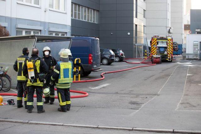 رجال الإطفاء في منطقة نيكارسولم الصناعية - تم تطويق المنطقة المحيطة بمقر ليدل