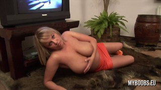 Huge Natural Tits babe Wanessa Lilio Preview Image