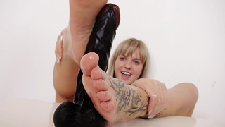 Bella Anne oiled_feet fetish Preview Image