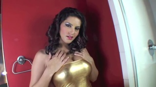 Sunny Leone showing_her wet pussy in close up Preview Image